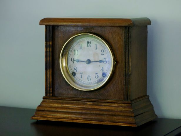 Sessions American No 2 time and strike shelf clock