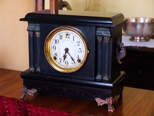 Session Raven time and strike mantel clock