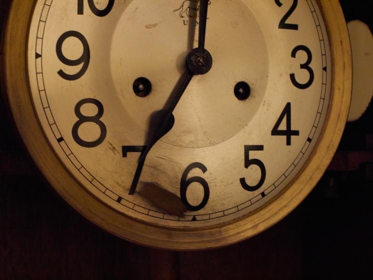 U M Muller clock dial