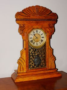 Arthur Pequegnat kichen clock