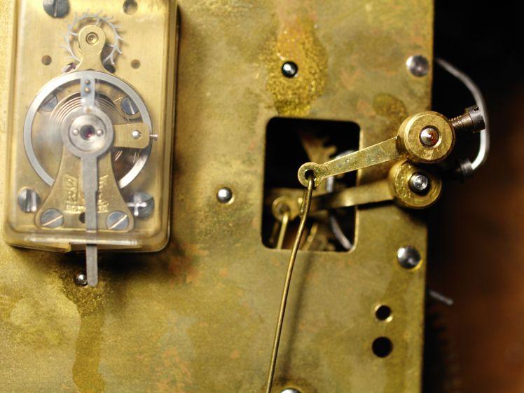 inside of mechanical clock