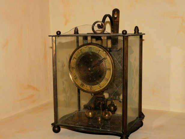Carriage style clock