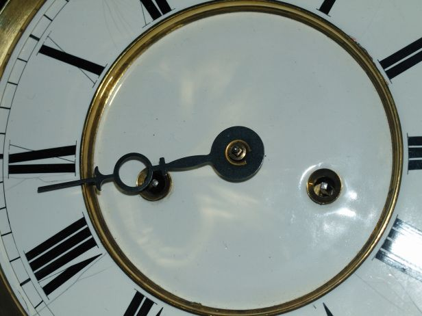 Sowing hour hand on clock dial