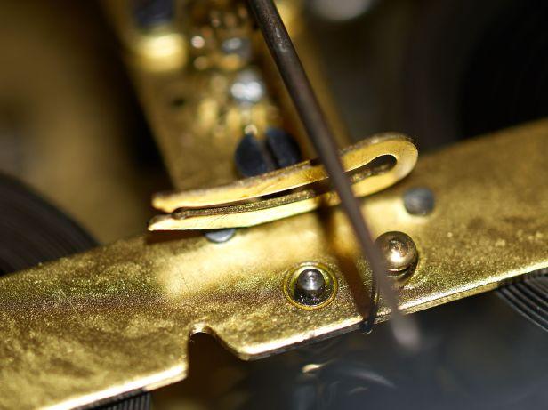 Pendulum rod clip