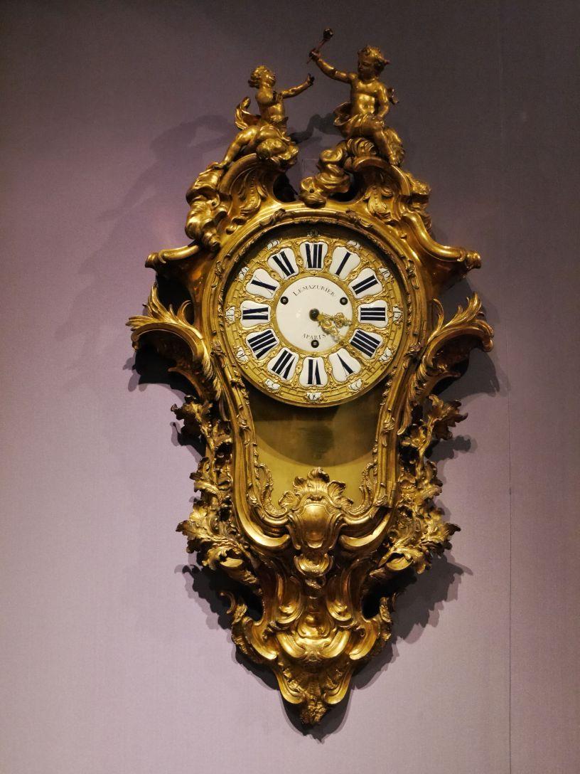 This is not a Daniel Dakota clock
