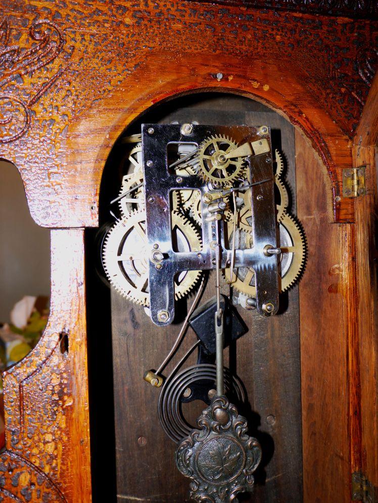 Arthur Pequegnat Maple Leaf kitchen clock