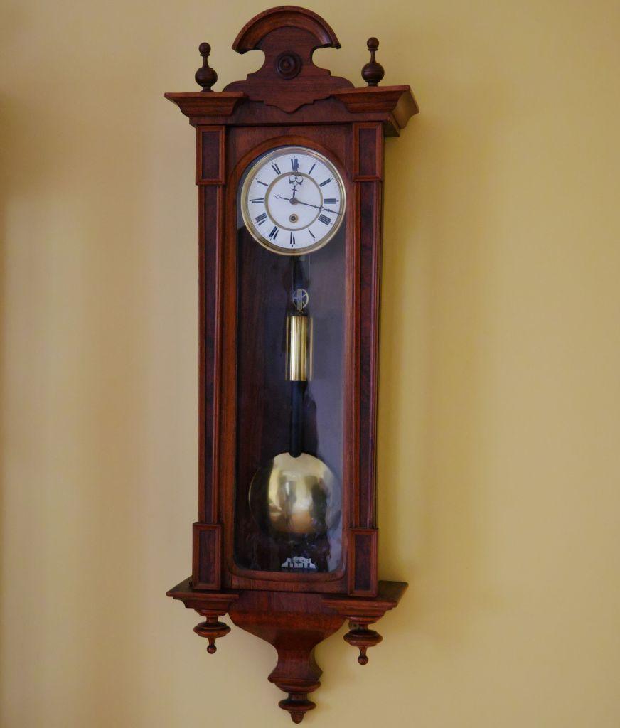 one-weight Vienna wall clock