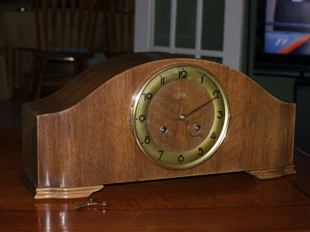 Juba Schatz time and strike clock