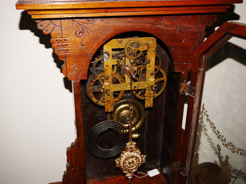 Dial removed showing time and strike movement