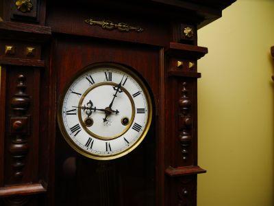 9:04am - 100 years ago