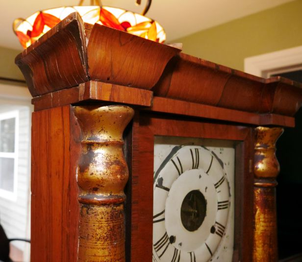 Loss of veneer on the cornice