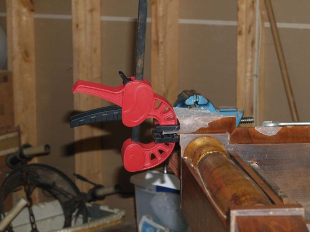 Clamping cornice veneer