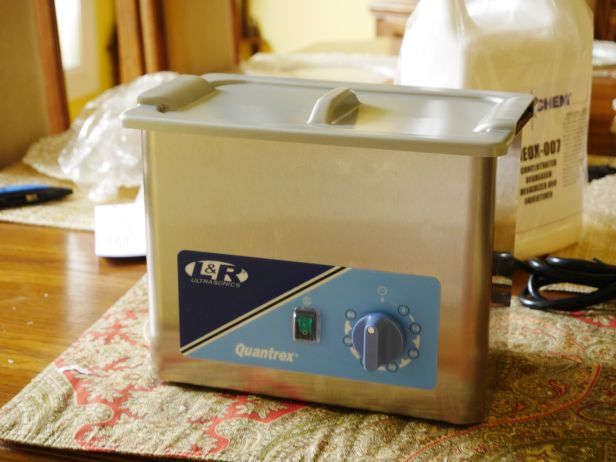 Ultrasonic cleaner by L&R