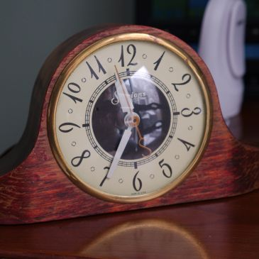 Sessions 3W electric table clock