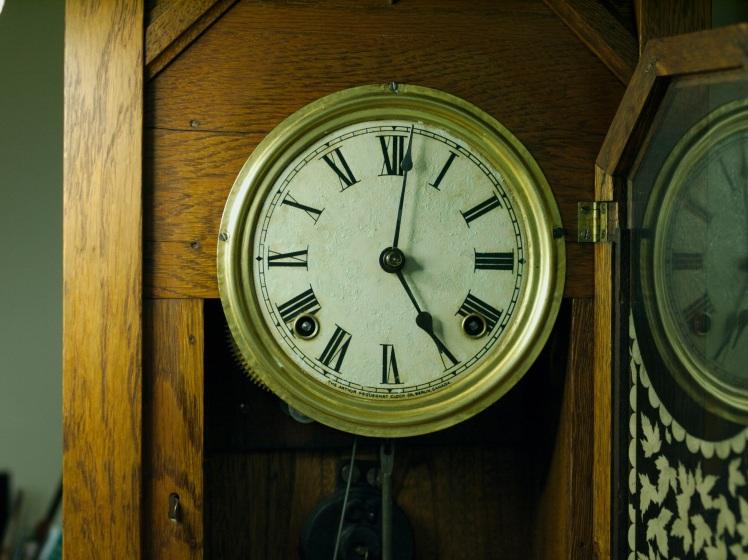 Maple Leaf kitchen clock