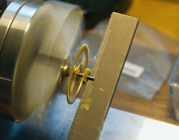 Polishing a pivot