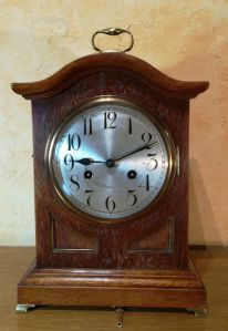 Bracket clock feet