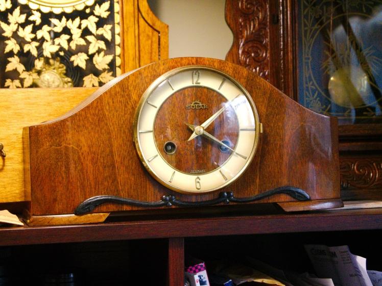 Solar mantel clock